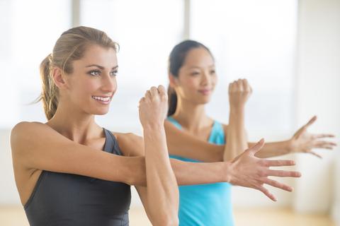 Vrouens wat oefen